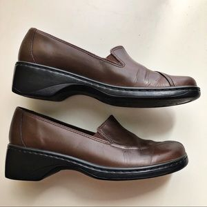 "Clarks Size 9 M Shoes w/ 1 3/4"" Wedge Heels Brown"